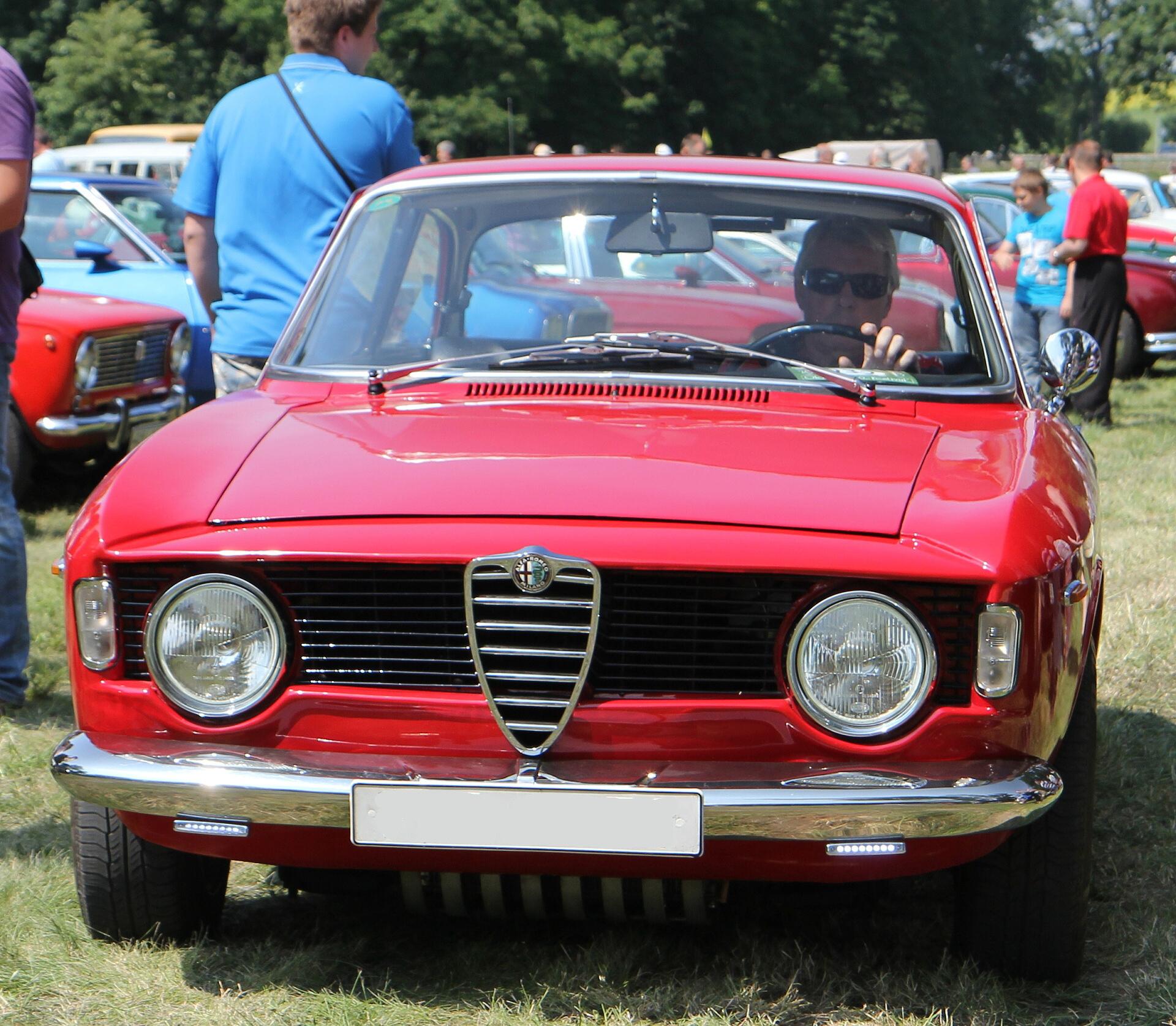 (1977) Alfa Romeo 2000 Spider
